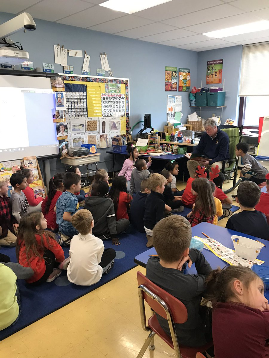 @jayaustin19 was our mystery reader in 1st grade today. Rudolph the red nosed reindeer #FridayFun <br>http://pic.twitter.com/kXfqX3h7PQ