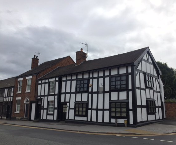 A widow's almshouse and two other properties were demolished in 1953 to make way for Queen's Drive. Globe House was thought to be a pub briefly c1860 and its brick facade was removed in the 1960s.  #Cheshirehistory  #Discovernantwich #Nantwich #NantwichMuseumpic.twitter.com/sN2TR1HvJC