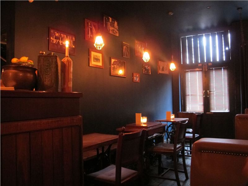 Friday fun day! It's been a long week and we think it calls for some delicious cocktails!  With a fantastic range of classic cocktails, candle lit tables and table service. Enjoy your Fruday in style @berry_and_rye. #FridayFeeling #FridayFun <br>http://pic.twitter.com/t6XoPBDggM