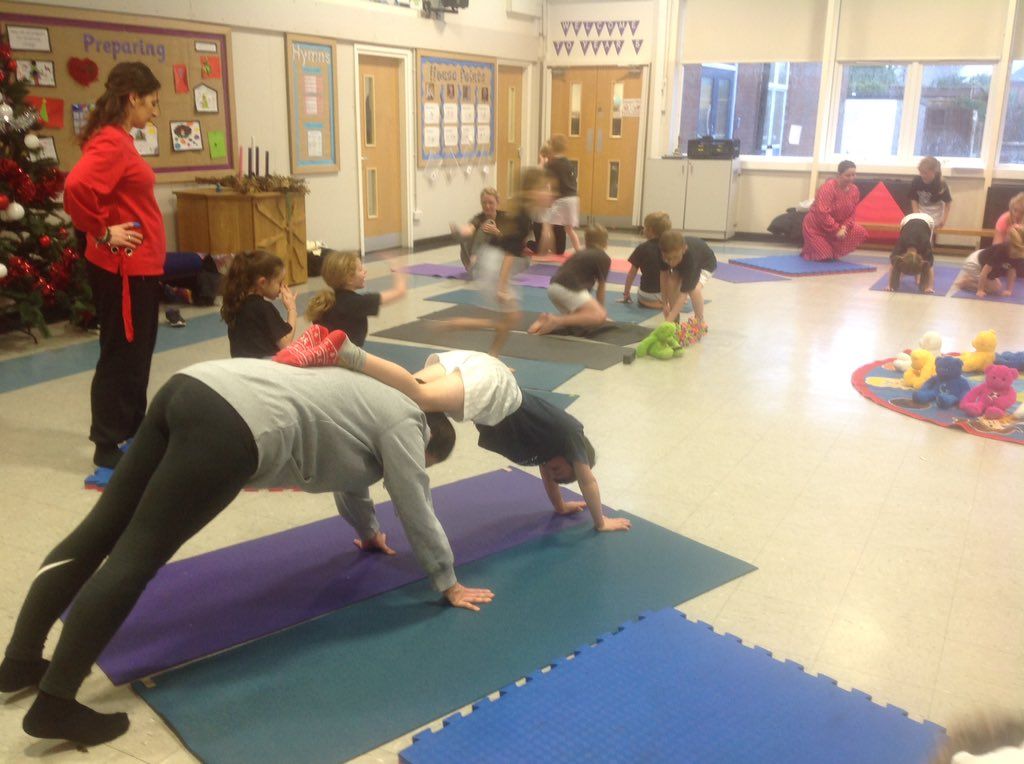 Thank you to all of the parents who joined in with our yoga session this afternoon - it was great to have you there! #fridayfun <br>http://pic.twitter.com/tuGnX3PPpK