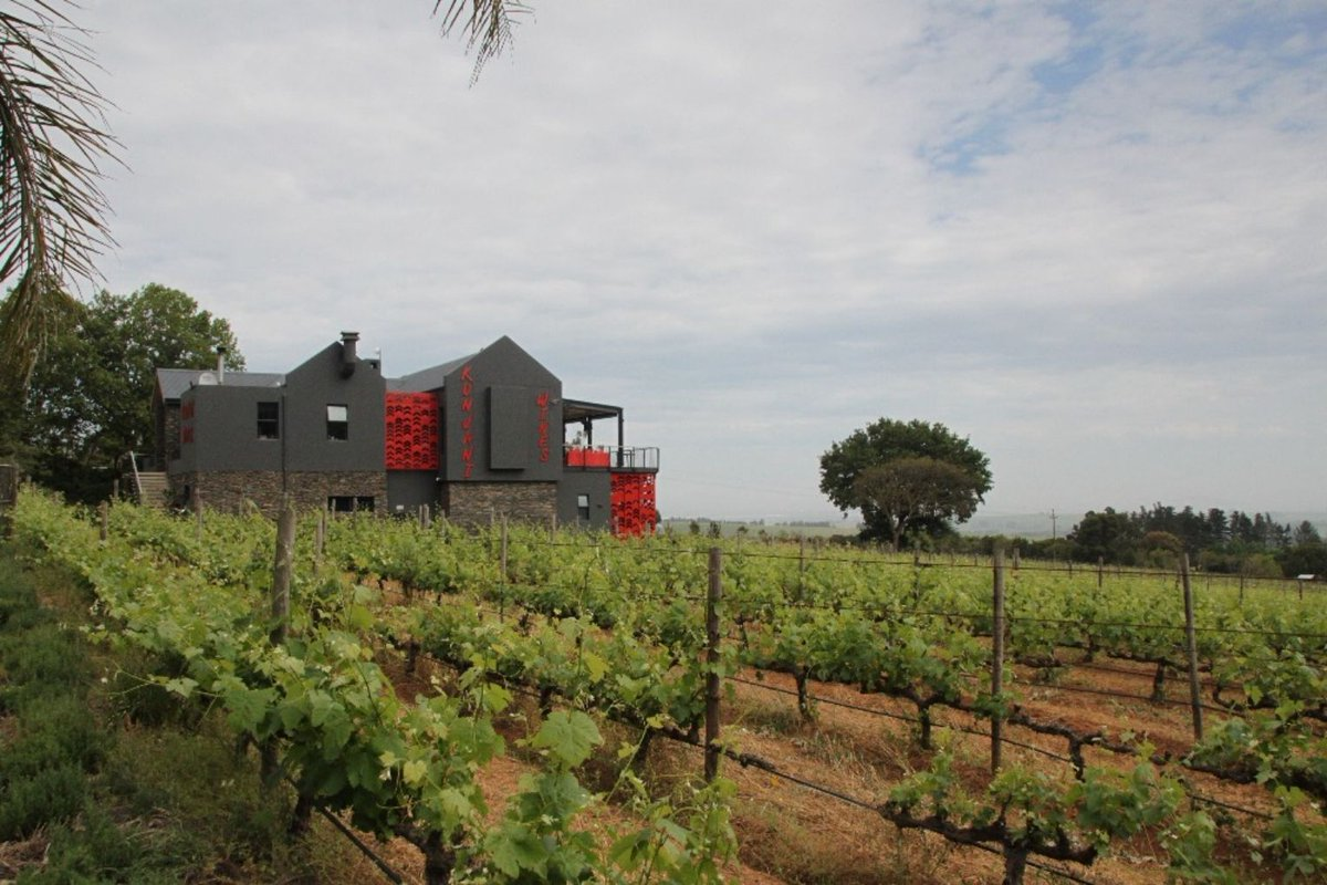 A lovely feature of one of our favorite spots, #SayKunjani!  Such fond memories of our visit to @KunjaniWines   Kunjani Wines: A Home Away From Home  https:// buff.ly/2rM9Z3M     <br>http://pic.twitter.com/sfCxliWqoJ