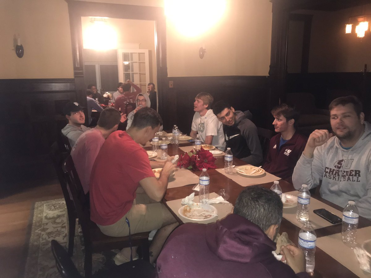 Enjoyed having our guys together for our first team dinner of the break! A great way to celebrate a week of growth and success! <br>http://pic.twitter.com/bNl4c6c7bs