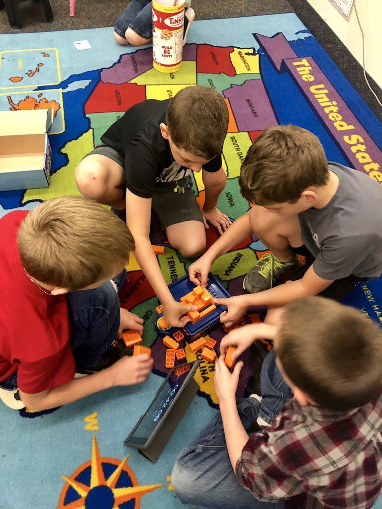 Rainy day means Ss chose indoor STEM recess @CitrusSchools #celebratelps