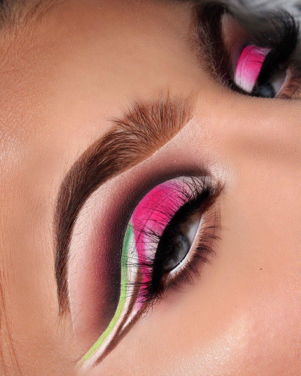 New look on insta! #JeffreeStarCosmetics #Jeffreestarprlist #abhfam #Colourpop #KylieJenner #kyliecosmeticspic.twitter.com/LjurteX93s