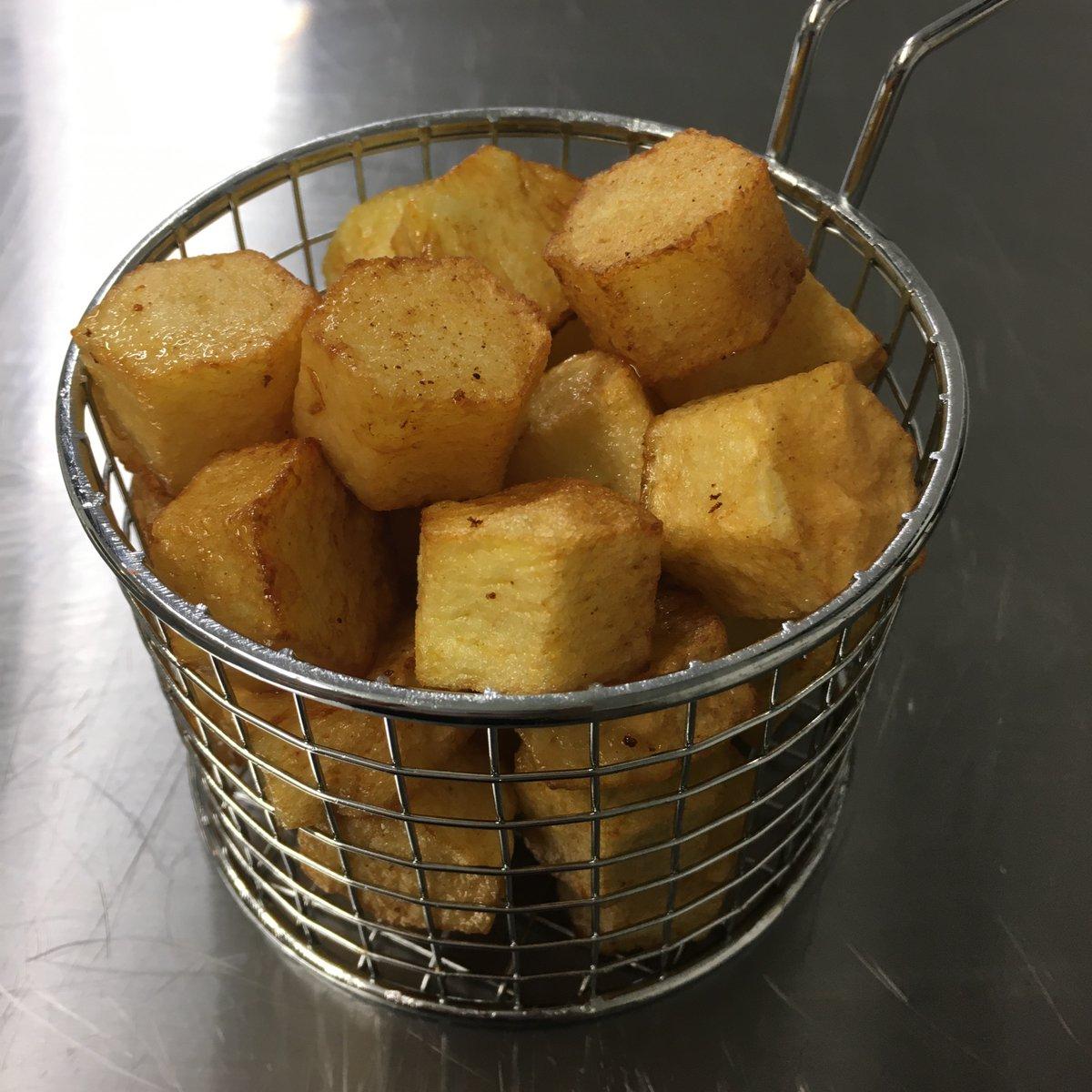 Side of double cooked hexagon potatos in duck fat  #HexagonSwansea #swansea #restaurant #duckfatpotatos #potatoes #swanseafood #welshbusiness #wales #southwales #food #foodphotography #foodie #foodporn #instafood #independentbusiness #familybusiness #doublecookedchipspic.twitter.com/4nKU0QVmBl