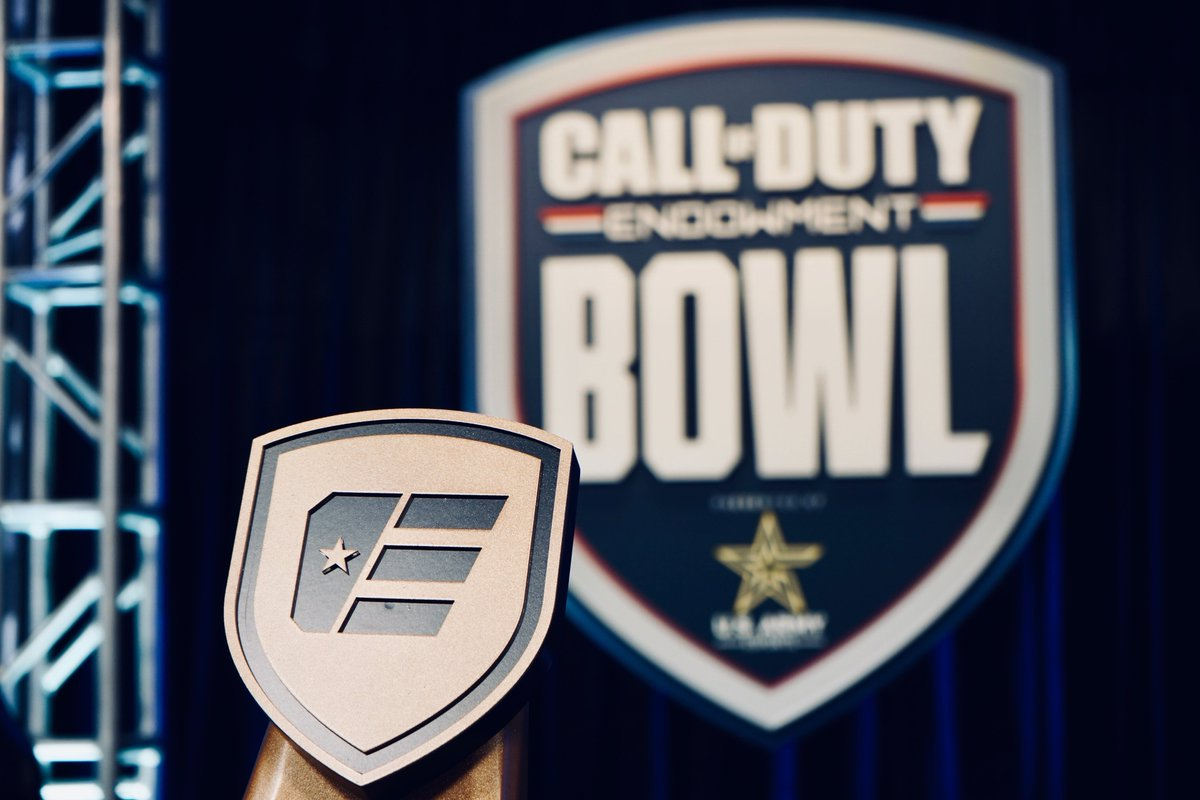It's all come down to this, Team @CouRageJD vs Team @shroud. Watch the final of the first #CODEBOWL here - twitch.tv/callofduty Presented by @USArmyesports