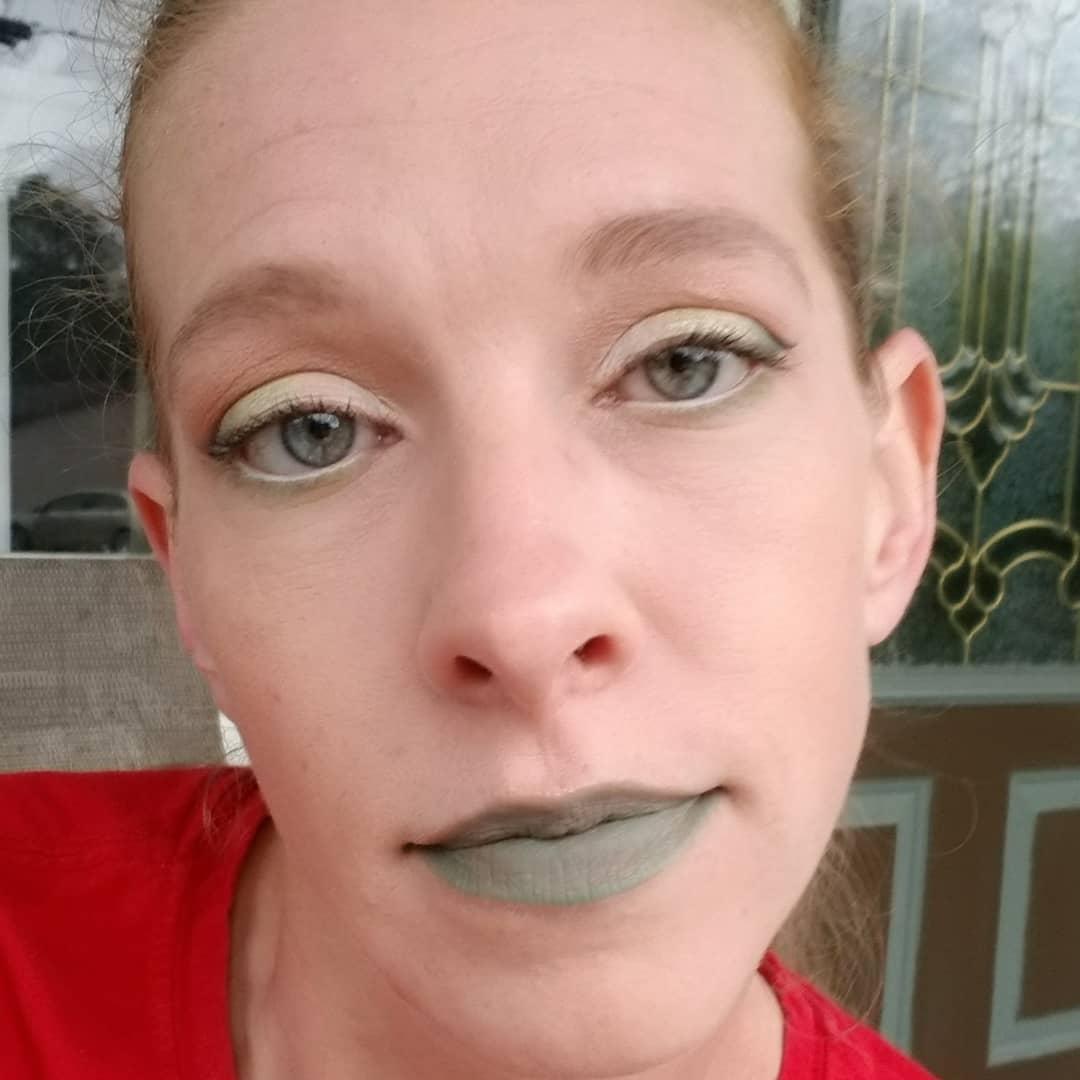 My #motd with @jeffreestar cosmetics Jawbreaker palette,  @JeffreeStar cosmetics X @shanedawson Conspiracy palette, Supreme frost in Money Honey and velour liquid lipstick in Dirty money.  #novelsandmakeup #jeffreestarcosmetics #jeffreestar #JeffreeXShane #JeffreeStarPRList pic.twitter.com/VIOe7QIkhn