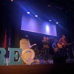 Image for the Tweet beginning: En la entrega de premios