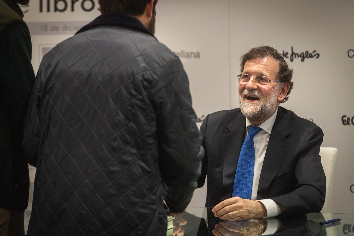 """Muy agradecido a todos los que os habéis acercado esta tarde a la firma de """"Una España mejor"""" en @elcorteingles. Ha sido un placer. https://t.co/IgcaCwBBaA"""