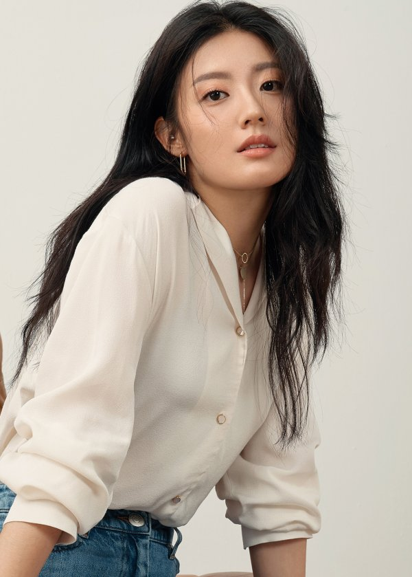 """#NamJiHyun is confirmed to lead MBC upcoming drama """"365: A Year of Defying Fate"""" along with #LeeJoonHyuk.  The drama will be directed by #LuckyRomance PD and written by one who wrote #ShallowTheSun (2009) https://entertain.v.daum.net/v/20191210081634562… #KoreanUpdates RZ"""