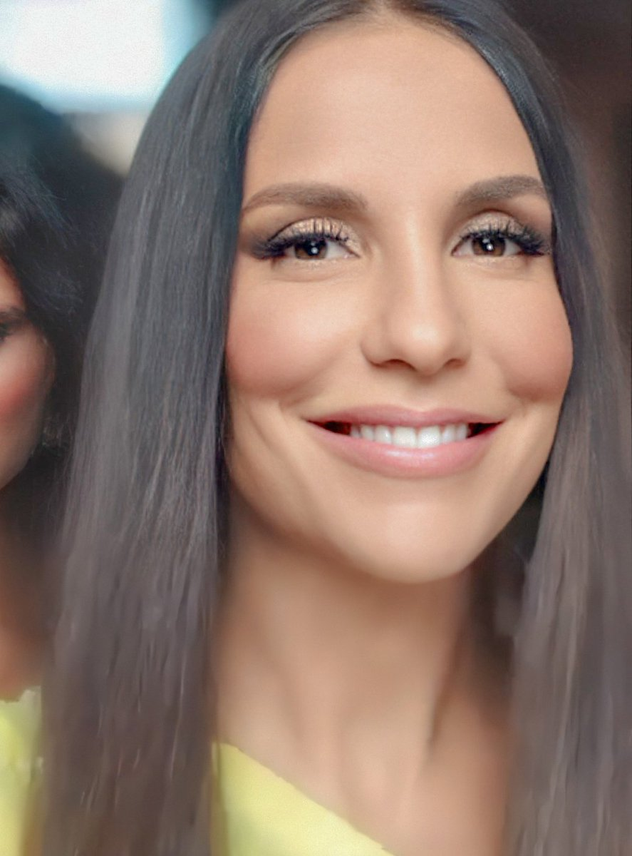 RT @Iveteandmarilia: Ivete é linda demais, ó pra isso, olha esses olhos, o sorriso... Meu deus do céu 😍😍😍😍 https://t.co/YC7xm01PQJ