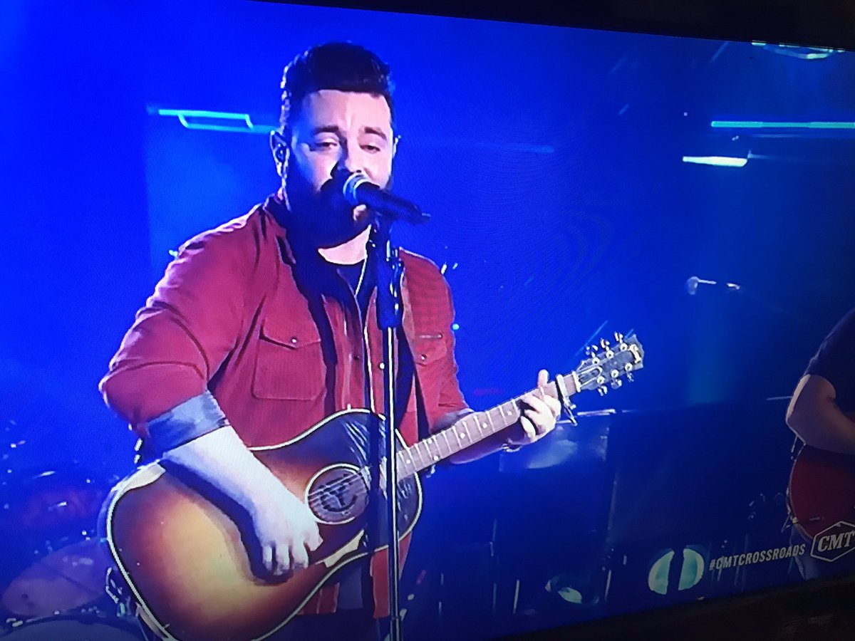 This was an amazing #CMTCrossroads special with @ChrisYoungMusic and @GavinDeGraw on @CMT <br>http://pic.twitter.com/LjtXExpL0j