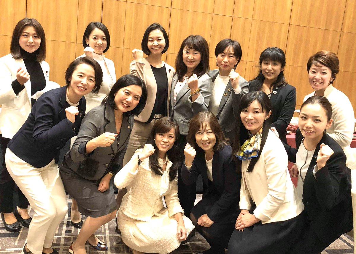 全国から43名の女性議員が集い女性局定例会が行われました。「大阪都構想」について、藤田あきら市議が解説。スライドも楽しくてわかりやすい講義でした。 来年1月から女性局として都構想の街宣活動もスタートしていきます! – at ホテル阪神大阪 (Hotel Hanshin Osaka)