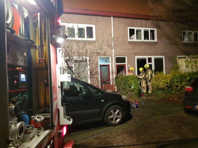 Honselersdijk Woningbrand onder controle. 2 bewoners richting ziekenhuis. https://t.co/d4ozfHeF4e