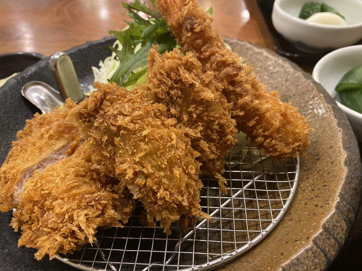 マカオから日本に帰国したけど、 明日からフィリピン出張っす😓👍   んで、帰国後は、 サクサク=1890円 ヌクヌク=0円 モフモフ=0円 を楽しんでおります😆   大粒のカキフライって美味いよね〜😋 やっぱ食事は日本が美味いよ👍   #帰国 #ネコ好き #カキフライ #とんかつ田