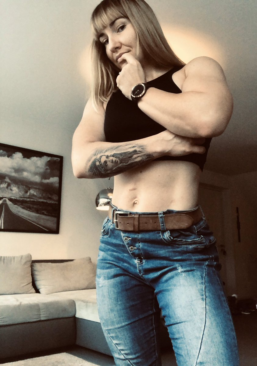 Happy weekend guys! What's my plan? Ordinary life. Being a mom, doing shopping, laundries etc #weekend #recovery #strengthtraining #powerlifting