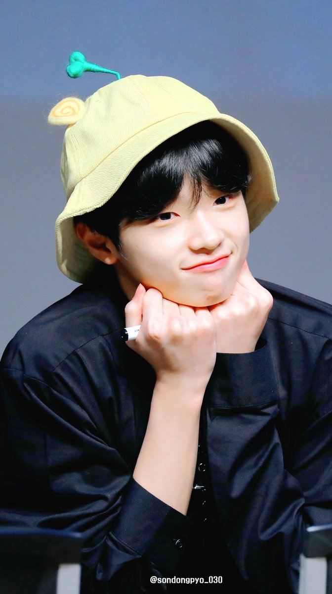 Dropping Eunsang and Dongpyo's lovely and adorable smiles to bring positivity to your day esp after being stressed out reading that baseless article . <br>http://pic.twitter.com/dYY6p4BGuY