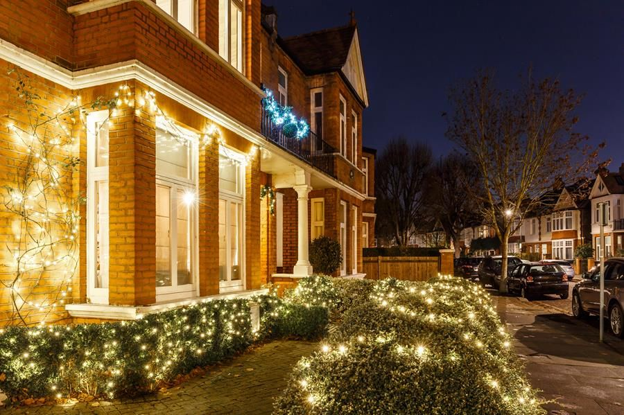 Have you read our top 5 tips to tell your customers, for keeping their property safe this festive period? Read it here - https://buff.ly/2RF0zlc  #Pyronix #Security #Christmas #5tipsforchristmaspic.twitter.com/SEOpQpjn1G