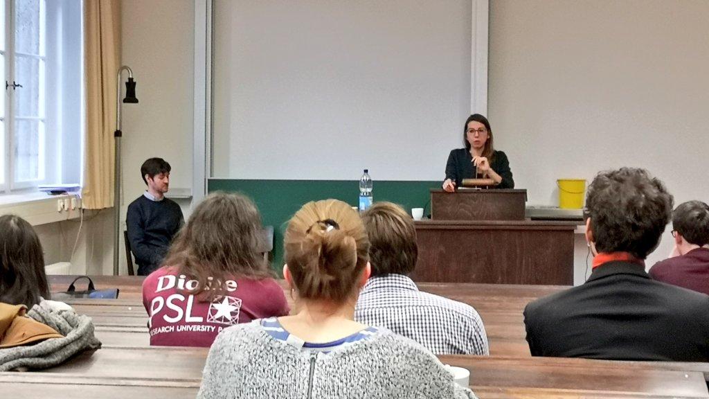 Jetzt wird's (noch) akademischer! #HEIPAR-Vortrag und Fragerunde mit @ElisaMarcobelli und @DrLucaScholz zu Chancen und Risiken einer Karriere in der Wissenschaft. #Atelierfa /tmpic.twitter.com/Xwitve8srM – at Historisches Seminar