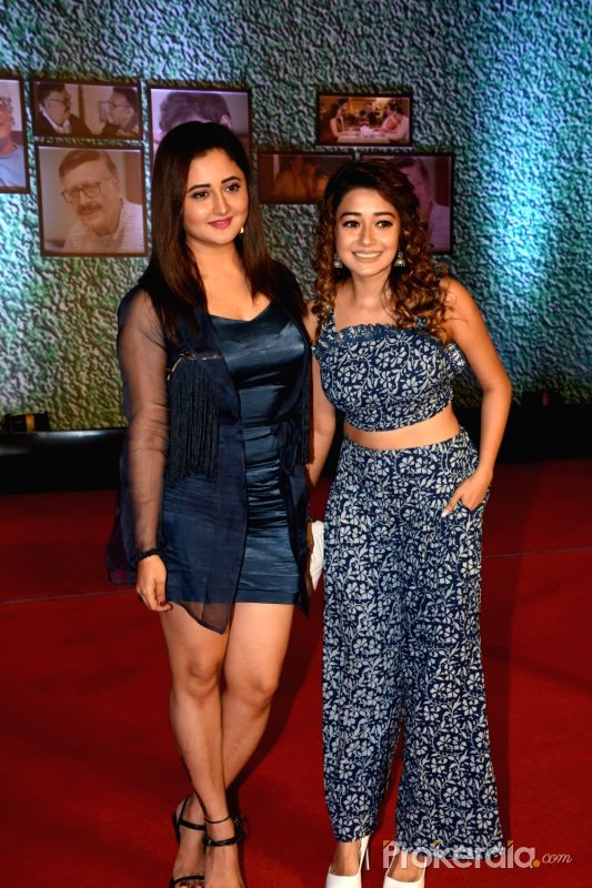 Jab housemates aap k sath hote he ghar me positivity hi hoti he no fights, no argument. You are positive queen. This is the quality of winner. Rashami Winning Hearts @TheRashamiDesai @iamTinaDatta<br>http://pic.twitter.com/C7zfIHc5Ny