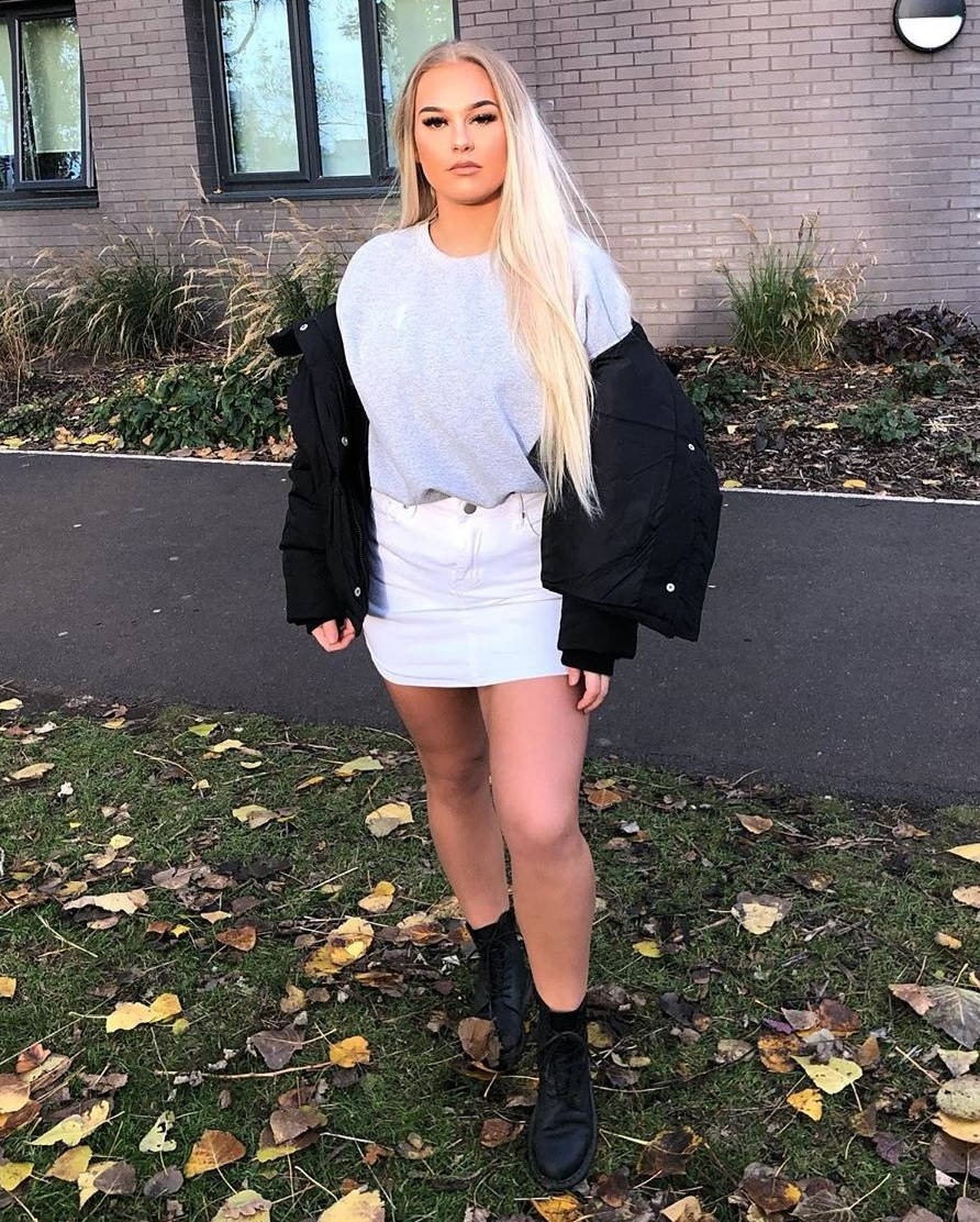 Cute for the Chill 🍃 Work the skirts like @abbie.whitley in our White Denim Mini Skirt Shop Now: ONLY £3.50 / €4.10 🔎:  #WinterOutfit #DenimSkirt #StyleBlogger #IAMHIDDEN