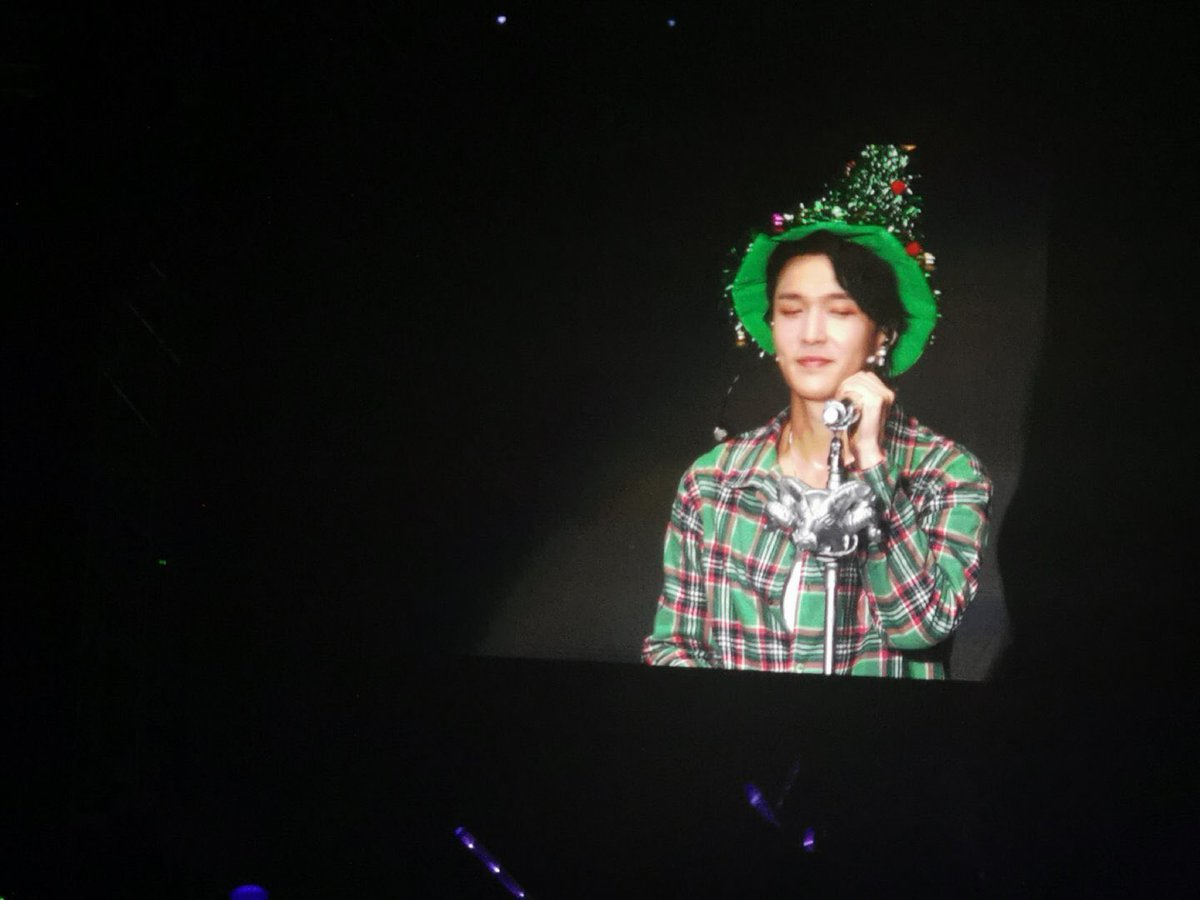 [FOTO] 14/12/19 Lay durante 'When It's Christmas' no #LayGrandLine_SZ_D1   #Obsession5thWin #GrandLineThe1stConcert #EXO  #엑소 @weareoneEXO @layzhang<br>http://pic.twitter.com/SXCx7JsSJY