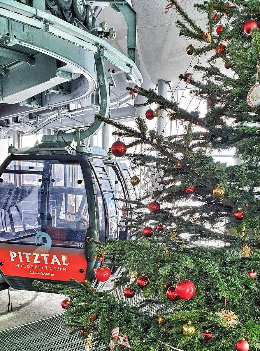 @Pitz_Gletscher wydanie świąteczne #xmas #tourtheski #tts #swietatuztuz #choinka #christmastime #christmas #christmastree #tirol #tyrol #pitztal #gondola #grudzień #visittirol #discoveraustria #feelaustria #austriapic.twitter.com/1aMHehzK3S – at Pitztaler Gletscher