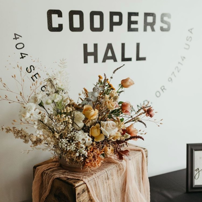 Love this floral arrangement!  #floral design at #coopershallpdx http://coopershall.com/weddings  by @ michellebreiterphoto  #coopershallpdx #portlandwedding #portlandweddings #portlandevents #oregonweddingphotographer  #oregonbridemagpic.twitter.com/GqIemCbyNt  by Coopers Hall