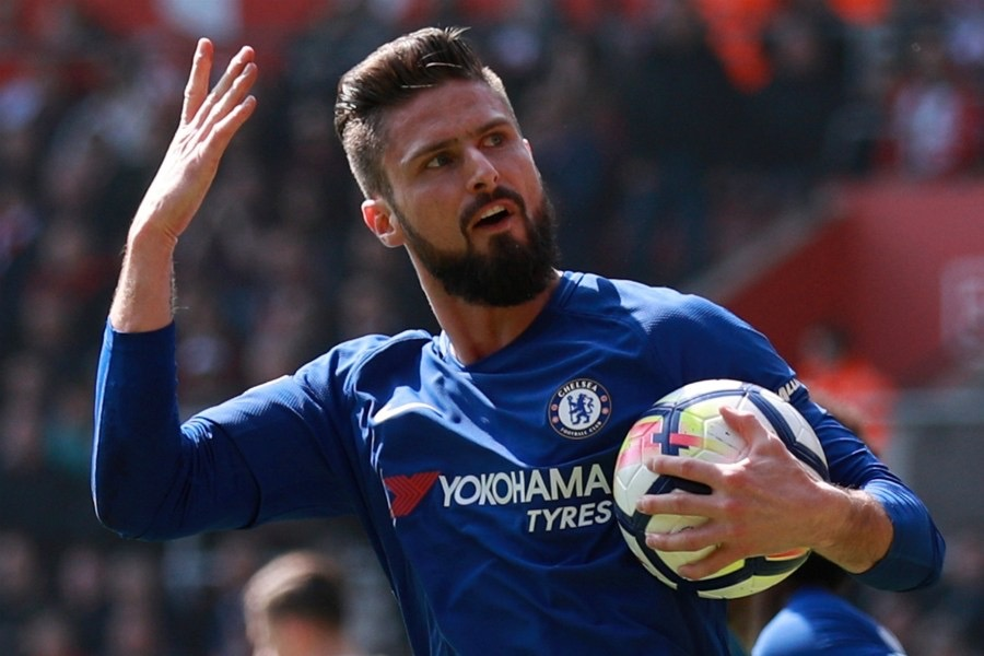 Crystal Palace will make a move for Chelsea striker Olivier Giroud. (Daily Mirror)