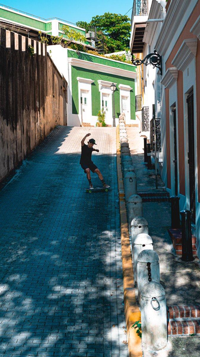 Sketchy roads in Old San Juan.  : @nick.pappas_  #arbiterlcd #keepingitholesom #fastfreeride #pr #skaters #longboardingisfun #fun #skatefast #skateeveydamnday #skateeverything #skateart #skatelifestyle #skateordie #skate4life @oslongboarding @holesomrider @RDVXGrip pic.twitter.com/AoHPRJs0d4