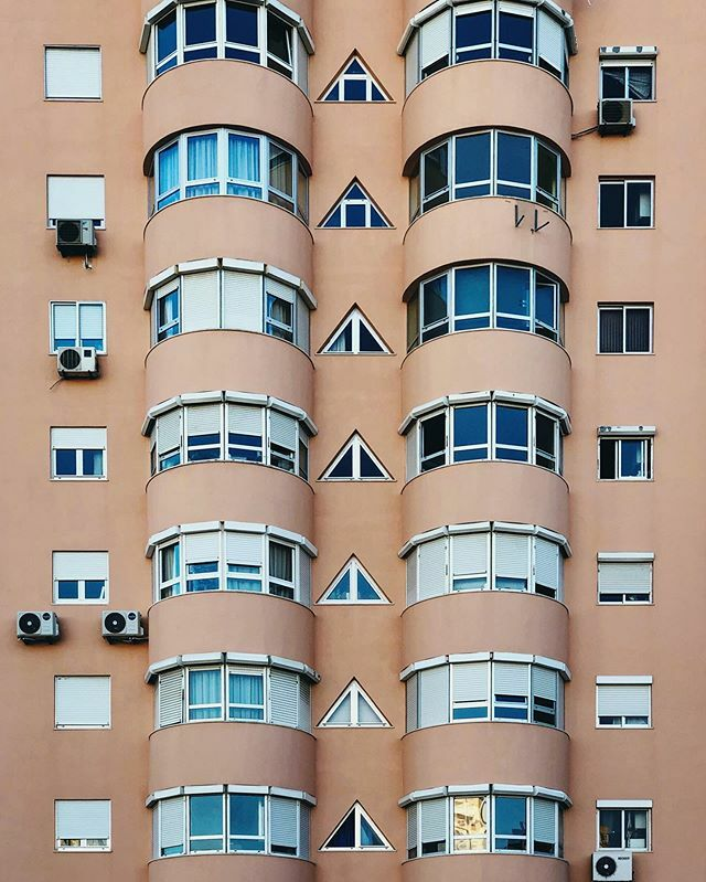 ::: choose tour window ;)   this is #lisbon, portugal . . . #mobilnytydzien #yesimmobile #artystycznapodroz #shotoniphone #passionpassport #apricotmagazine #guardiancities #dw_stories #urbanromantix #sdmtravels #peoplescreatives @collater.ai #bloki #plat… https://ift.tt/2rOjXlfpic.twitter.com/jGiP5ryvcQ