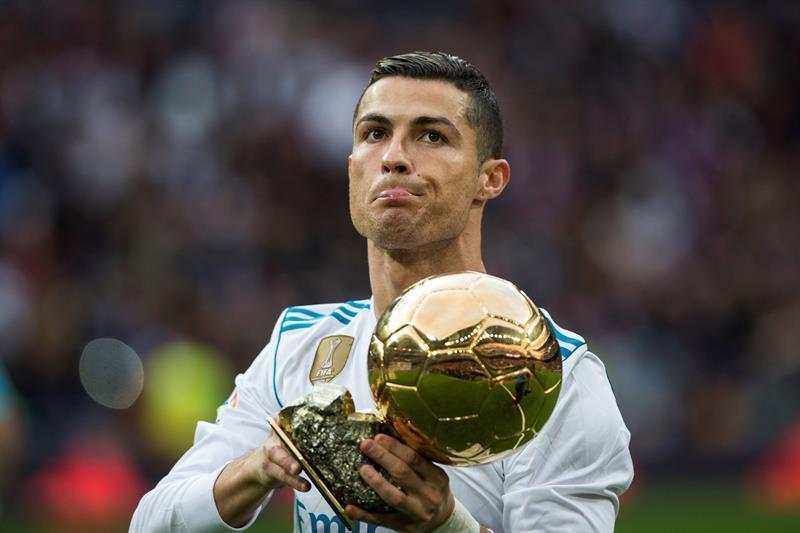 Cristiano Ronaldo ni és portuguès ni va néixer a Funchal, Madeira. Aquest famós futbolista és català. El seu veritable nom és Cristià Roig Nadal, i va néixer a Pujalt, Matadepera, província de Barcelona. El seu problema és que no és independentista, i renega de la seva terra.