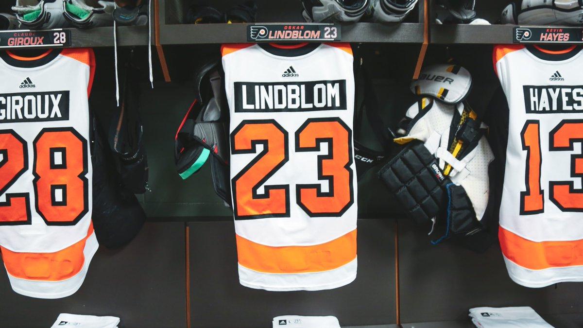 Flyers Hang Lindblom's Jersey 🧡