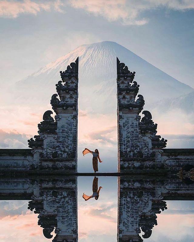 #Repost @backpackersglobe ・・・ Golden hour at the gates of heaven  with @bradflowerss . . . . . . . #karangasem #mountagung #volcano #volcanoes #volcanos ##eruption #baliindonesia #explorebali #travelbali #balitrip #baliadventure https://ift.tt/2PnYVD7pic.twitter.com/9w3CWLZ4JC