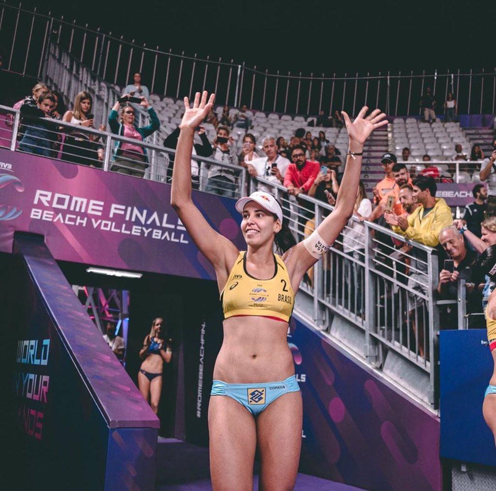 Vôlei De Praia   Duda foi eleita a melhor jogadora do mundo no vôlei de praia em 2019!!   VOA FADA!!   #VoleiNoSportv #VoleiDePraia #Voleipic.twitter.com/mRTmRq7jDl