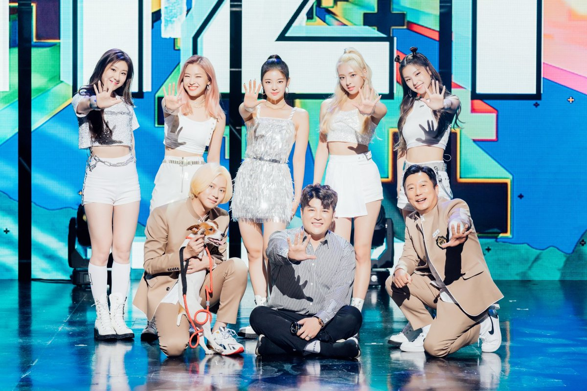 The MV of #WhiteWinter by #SuperJunior #Heechul and #LeeSooGeun will be released today.  #Shindong is revealed to have directed the MV and #ITZY will make an appearance #KoreanUpdates RZ