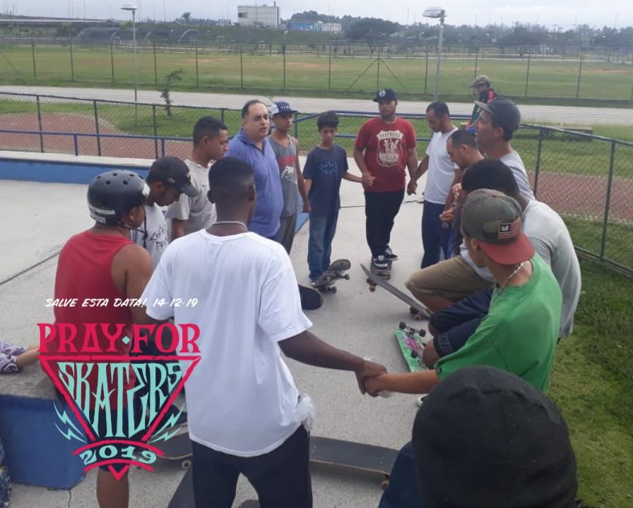 Over Rock Ministry no Pray for Skaters com a galera na pista do Parque Jacuí em São Miguel Paulista #prayforskaters2019 @christianskaters   @christianskatersbrasil pic.twitter.com/PWyD9slvbN