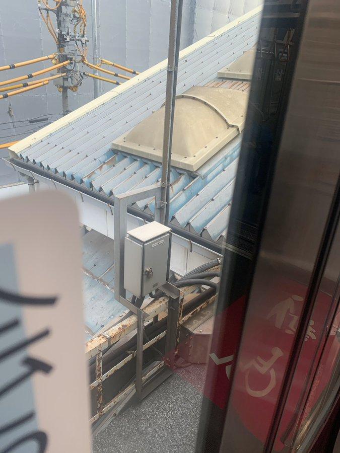 水道橋駅の人身事故で電車内から撮影している画像