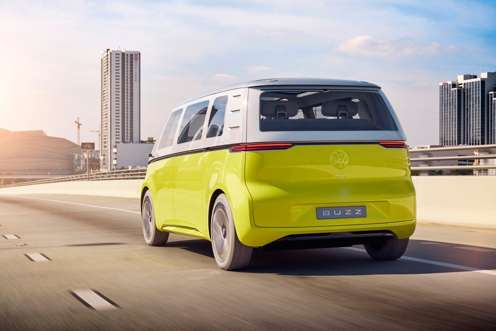 Volkswagen to bring self-driving electric shuttles to Qatar by 2022 by @kirstenkorosec