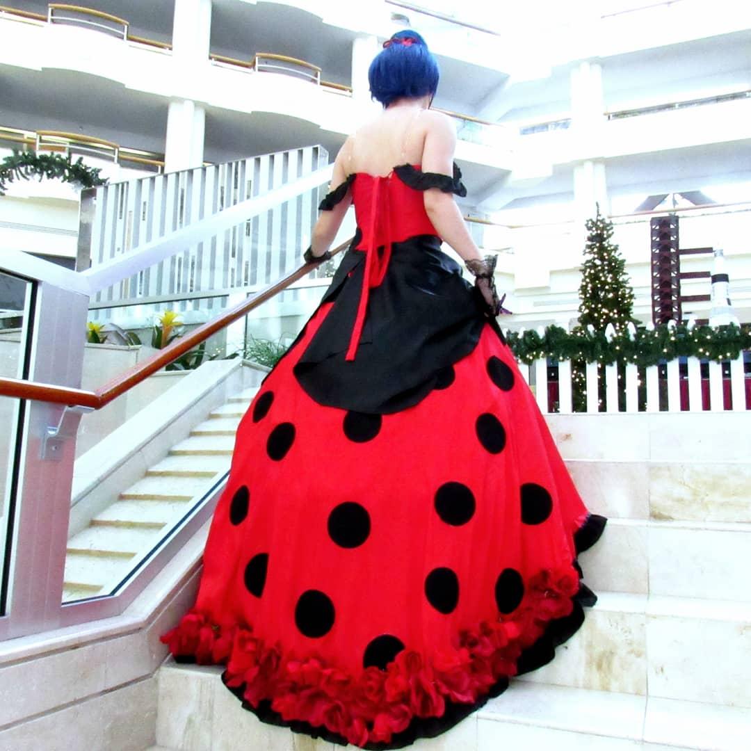 Part 1 of Ladybug photos! Photos by: @Carlisaurus  #miraculousladybugcosplay #miraculousladybug #ladybugcosplay pic.twitter.com/93AhXvhPnb