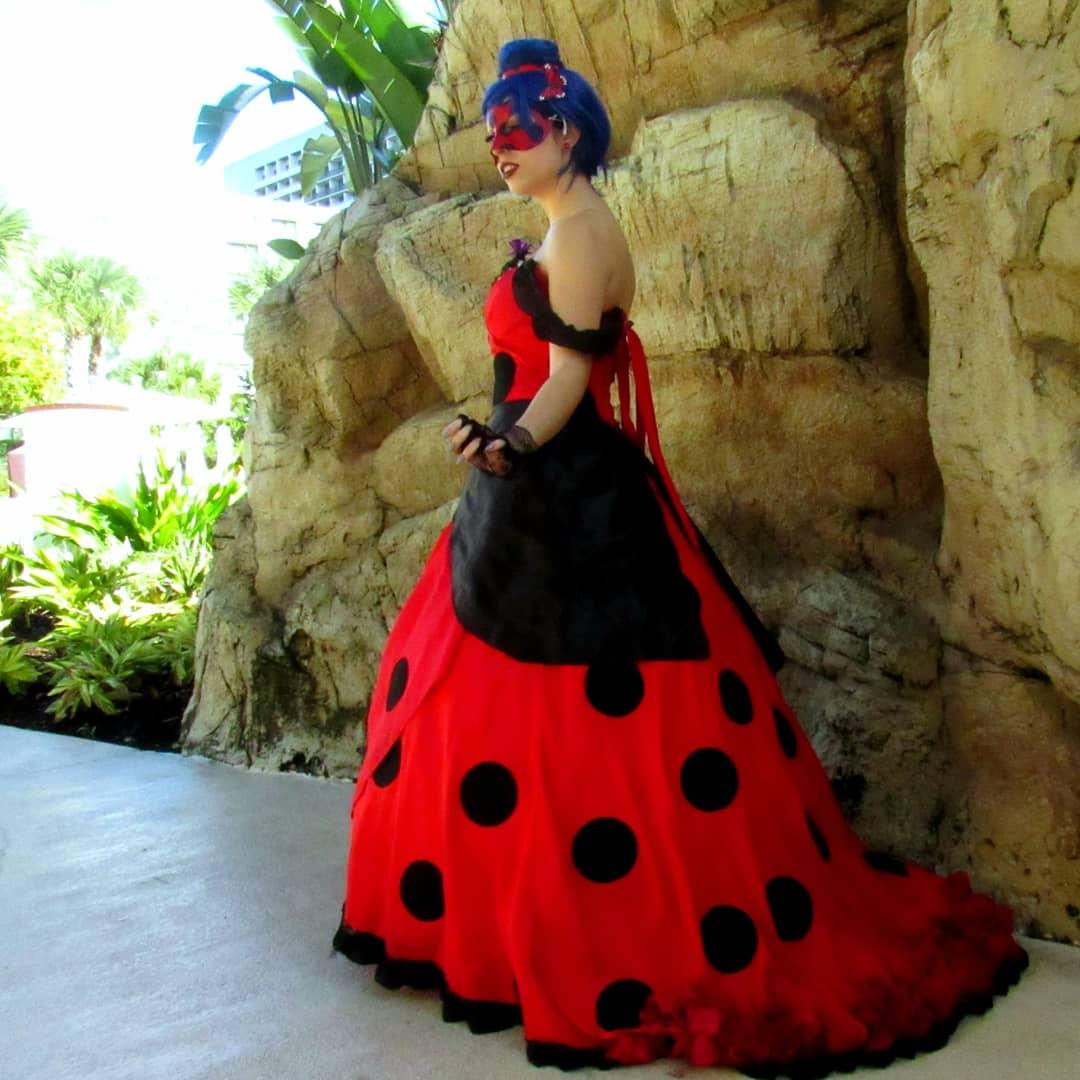Part 2 of Ladybug photos! Photos by: @Carlisaurus  #miraculousladybugcosplay  #ladybugcosplay #miraculousladybugpic.twitter.com/N0EcejG3xd