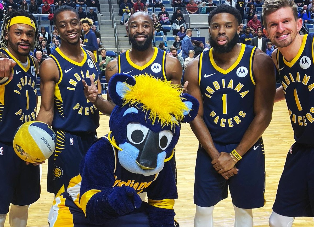 Flyin' in Fort Wayne ✈️   Had an awesome time at tonight's @TheMadAnts game for @Pacers Night.