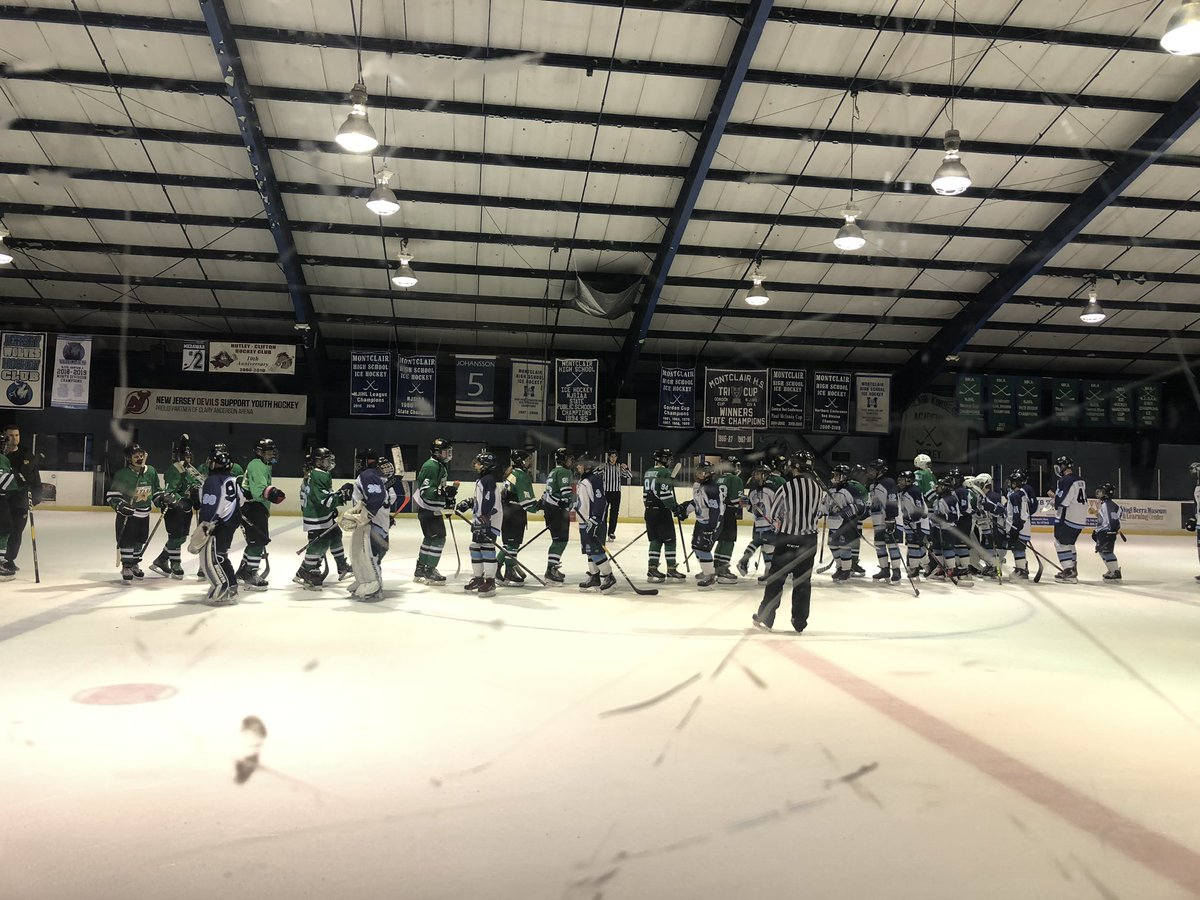 Stars vs Wolves again. Both teams fought hard. So so so awesome to see family and former kids doing their thing outside of school!  Miss them lots when they move on! #proudaunt #proudteacher pic.twitter.com/m0Du0bgnIb