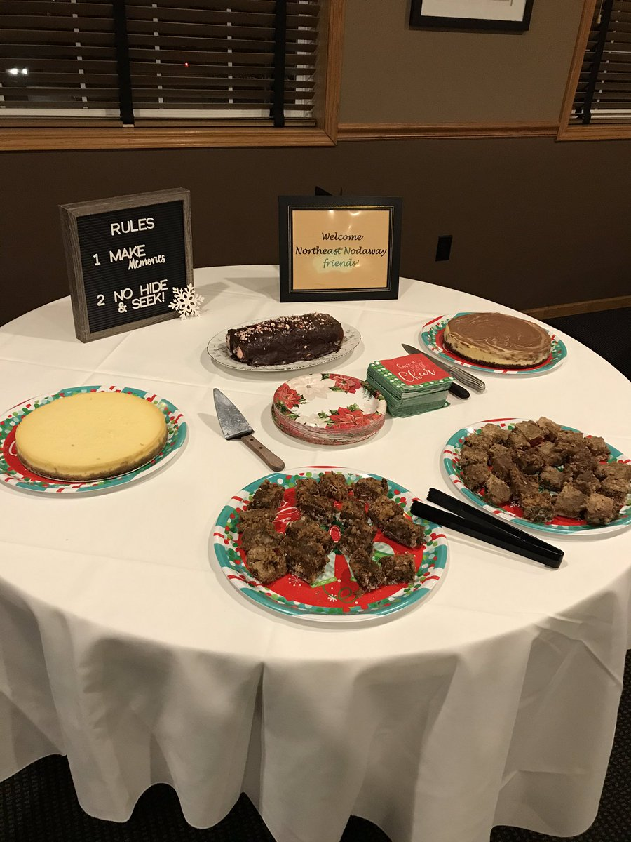 Desserts, made by my Food Science class, for the NEN faculty Christmas party. They did a great job! #NENFACS #NENBluejays #proudteacher  #handsonlearningpic.twitter.com/67Av2ssvro