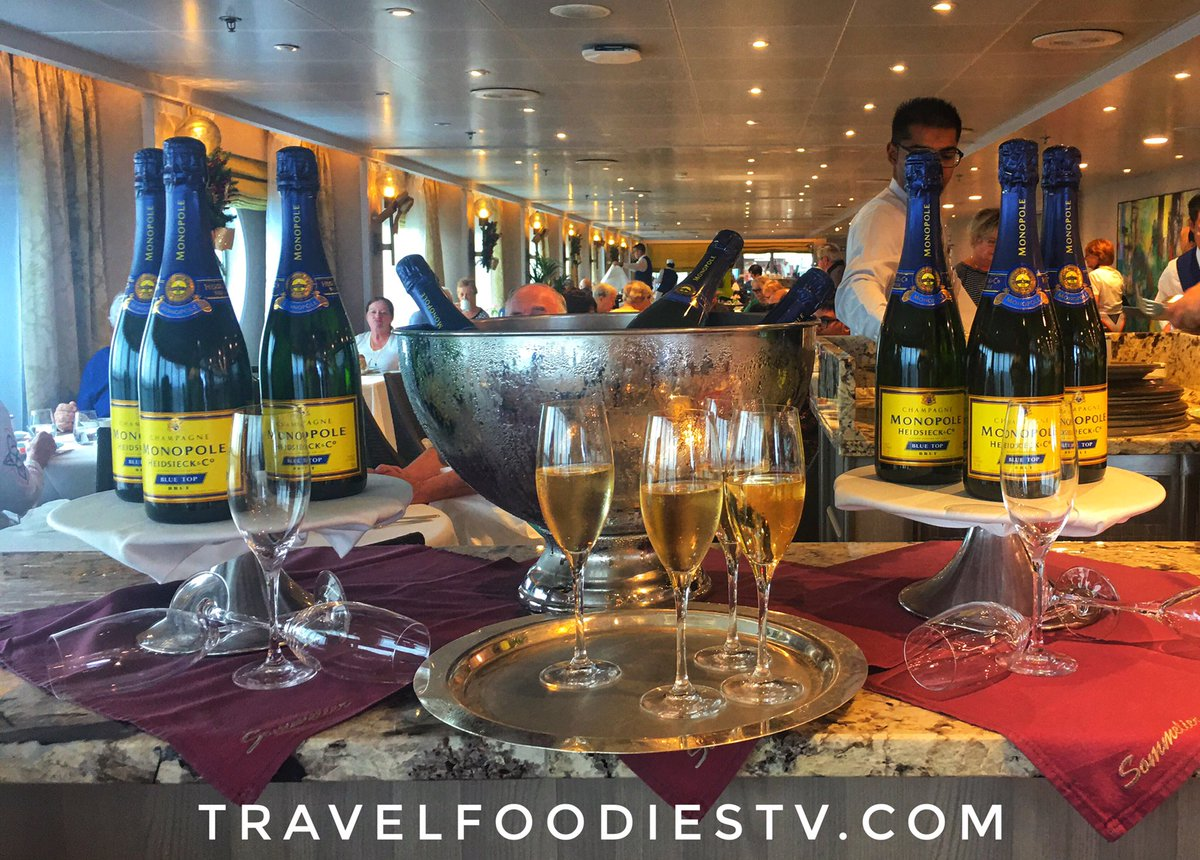 Incredibly #luxurious #beautiful #champagne #caviar #brunch Great for #foodies #chefs after exploring #Vietnam on #pedicabs #luxurylifestyle #luxury #cruise #cruiselife #travel #luxurytravel #travelfoodiesTV #RegentCruises #sponsored