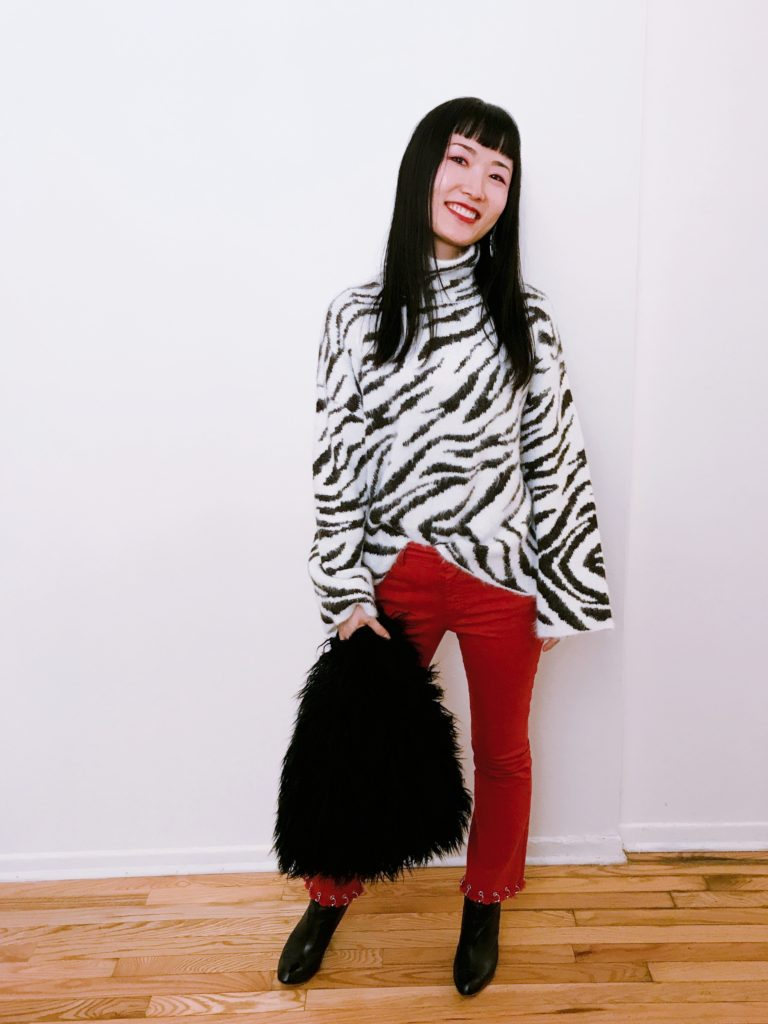 【Zebra Print Sweater & Unique Jeans Outfit】 Discover #whatIwore on my #styleblog at  🐻  #personalstyle #styleblogger #fashionphoto #winteroutfit #ootd #newyork #コーディネート #服装 #冬服 #おしゃれ #服好き #海外生活 #ニューヨーク