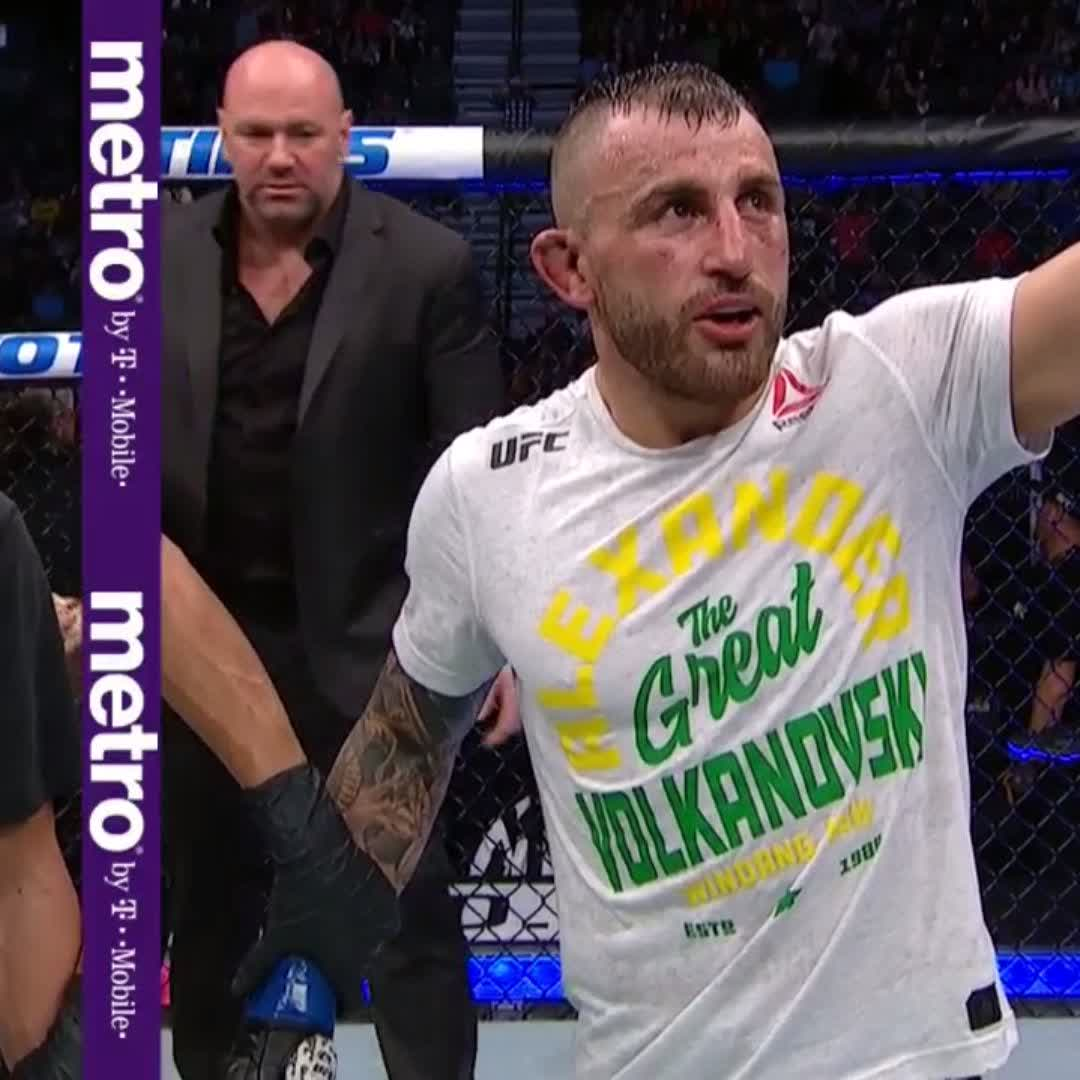 #AndNew 🏆  @AlexVolkanovski is our new featherweight champ at #UFC245!