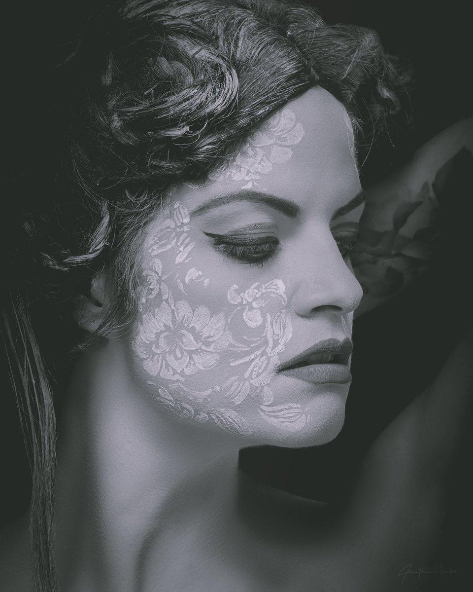 Photographer: @jmrls.photo  MUA: @irene_mar_mua  #model #ocmodel #lamodel #ashleyrobinson #beautyshoot #studioshoot #potd #jmrlsphoto #mua #irenemarmua #blackandwhite #blackandwhitephoto #blackandwhitephotography #happysaturday pic.twitter.com/4YE2HY4d5V