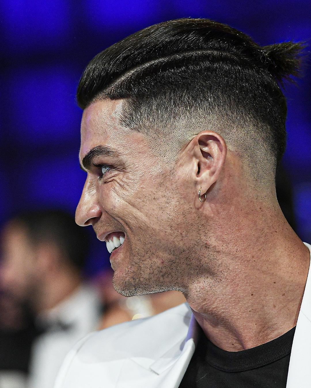 Les Nouvelles Les Plus Importantes De 2020 A Ce Jour Cristiano Ronaldo Berce Un Chignon Tribuna Com