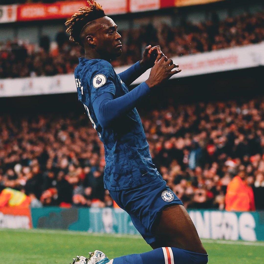 Tammy Abraham lleva 12 goles y 3 asistencias en 19 partidos en su debut por Premier League con el #Chelsea. ✍🏻 DATO. Higuaín, Giroud y Morata en 2018-19 juntaron un total de 12 goles. Muy criticado pero sus números dicen lo contrario. 😎